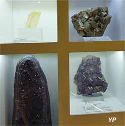 Cité du Volcan - Calcite, Pyrite et Fluorine (Yalta Production)