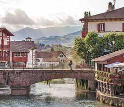 Visite de saint jean pied de port tour de ville saint for Construction piscine saint jean pied de port