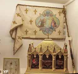 Trésor, reliquaire en bois doré (saint Fulgent, saint Fortunat...)