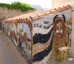 décors de coquillages dans le quartier de l'Île Penotte aux Sables d'Olonne (doc. Yalta Production)