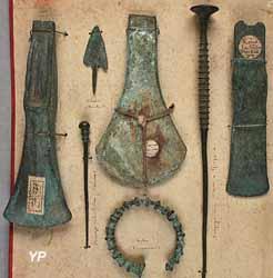 Série d'objets en alliage cuivreux, datés de l'âge du Bronze et du Fer (bracelet), provenant des dragages dans la Saône, essentiellement à Chalon et ses environs, au XIXe et début XXe siècle