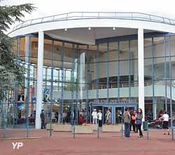 L'Apostrophe - théâtre des Louvrais (Lhomel)