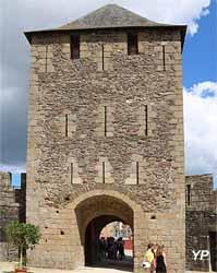 Château de Fougères - tour La Haye Saint-Hillaire (tour d'entrée)