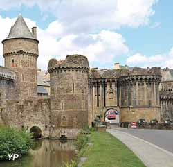 Château de Fougères - tour du Hallay, tour de Plesguen et tour de la Trémoille