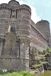 Château de Fougères - tours d'Amboise et poterne