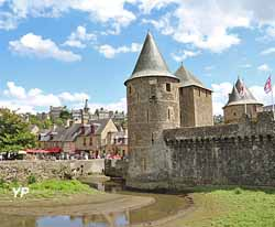 Château de Fougères - entrée du château, tour de Guémadeuc