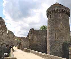 Château de Fougères - avancée et tour de Coigny