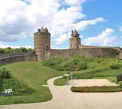 Château de Fougères - basse cour, tour Mélusine et tour des Gobelins