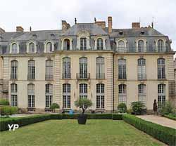 Hôtel de Blossac - Drac Bretagne (Yalta Production)