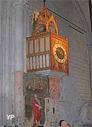 Horloge médiévale à carillons
