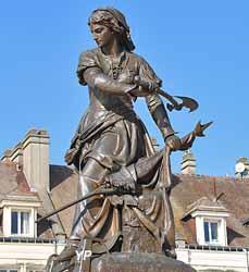 Statue de Jeanne Hachette (Gabriel-Vital Dubray, 1851)