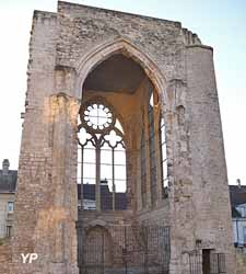 Vestiges de la collégiale Saint Barthélémy (XIe-XVIIIe siècles)