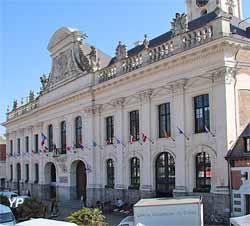 Hôtel de ville d'Aire-sur-la-Lys (Yalta Production)