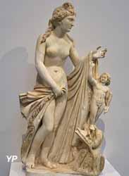 Vénus et l'Amour debout sur un monstre marin (200-300 av. JC)