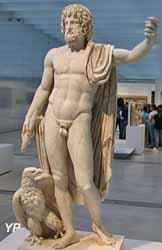 Jupiter, roi des dieux romains, portant la foudre et accompagné de l'aigle (vers 150 après JC)