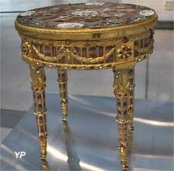 Table offerte par le prince-électeur Frédéric-Auguste III de Saxe au baron de Breteuil, dite Table de Teschen (Johann Christian Neuber, 1779)