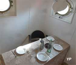 Bateau-feu Sandettié - salle à manger de l'équipage