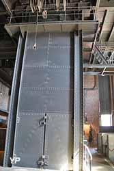 Ascenseur de descente dans la fosse