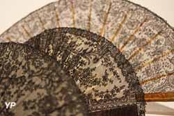 Eventails en dentelle noire de Chantilly (Musée de la Dentelle de Chantilly)