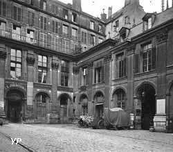 Cour d'honneur de l'hôtel de Saint-Aignan Seeberger 1910