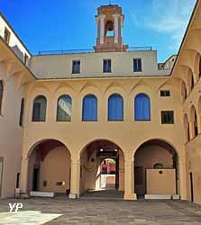 Palais des Gouverneurs génois - cour intérieure