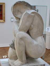 Femme accroupie (bronze, Ossip Zadkine)