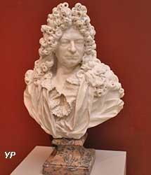 Buste de Pierre Michel seigneur Duplessy (Jean-Louis Lemoyne)