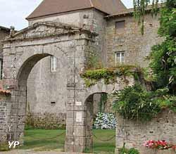 Porche du couvent des Carmes