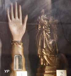 Bras reliquaire de sainte Claire et Vierge à l'Enfant