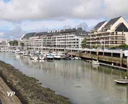 Étier du Pouliguen et immeubles de La Baule