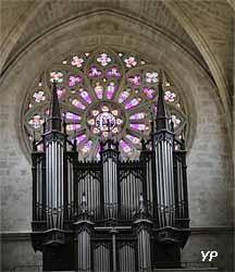 Orgue de tribune et rosace de la façade