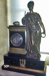 Pendule (bronze doré, marbre noir, acier, début de du 19e s.)