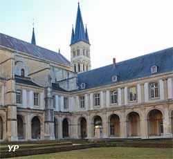 Cloître et basilique Saint Remi