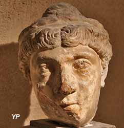 Tête de femme romaine