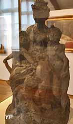 L'impératrice Eugénie protégeant les orphelins et les arts (Jean-Baptiste Carpeaux)