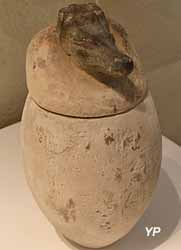 Vase canope à tête de chien