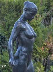 Jean Carton, Marie-Christine ou L'Espoir (détail), vers 1985, bronze,  jardin des bronzes de la Fondation de Coubertin (Alain Le Toquin, 2018)