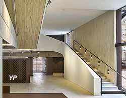 Nouveau bâtiment d'accueil du musée de Cluny, musée national du Moyen Âge, rezde-chaussée et escalier Bernard Desmoulin, architecte
