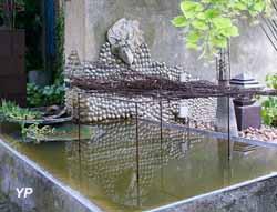 Le bassin sous le tilleul