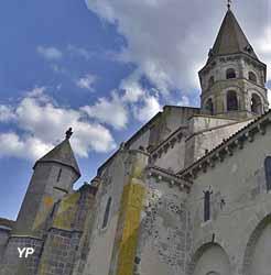 Collégiale Saint-Victor et Sainte-Couronne (Terra Volcana)