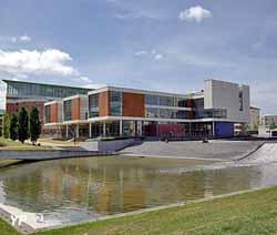 Bibliothèque universitaire de Saint-Quentin-en-Yvelines