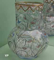 Vase Herbes et Papillons (Émile Gallé, 1879)