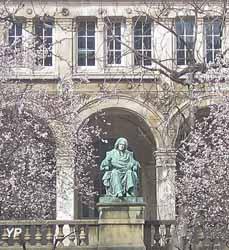 Lycée Jacques Decour - statue de Charles Rollin (Lycée Jacques Decour)