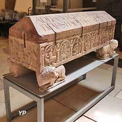 Sarcophage romané de l'évêque Adeloch (vers 1130)