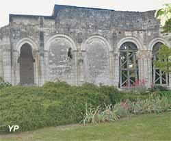 Prieuré Saint-Jean , ancienne abbaye Bénédictine de Nueil sur Dive (Yalta Production)