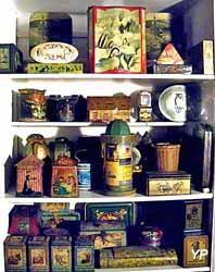 Musée Les Trésors de Lisette - 1001 Choses du Foyer Vers 1900 (EZDK)