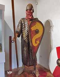 Personnage costumé en soldat du 11e siècle