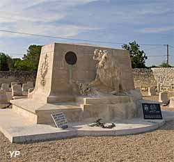 Monument au cimetiere belge d'Avon les Roches