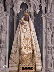 Vierge Noire avec manteau