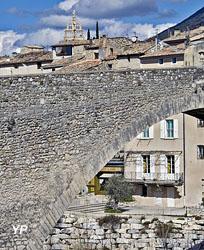Tour Randonne et Chapelle Notre-Dame-de-Bon-Secours (Ville de Nyons)